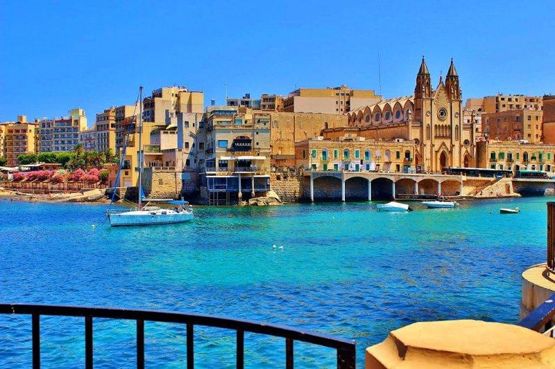 Studia l'inglese da casa e poi a Malta con English Domain
